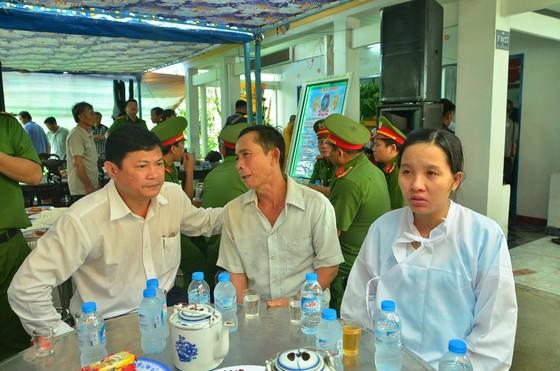 Lãnh đạo TPHCM viếng, thăm hỏi chiến sĩ PCCC hy sinh, bị thương ảnh 1