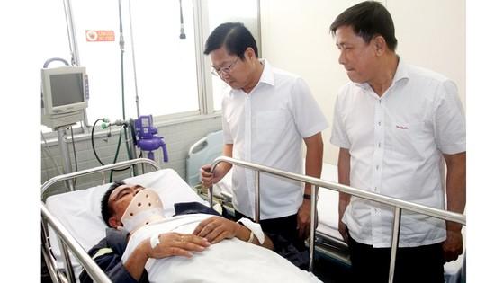 Lãnh đạo TPHCM viếng, thăm hỏi chiến sĩ PCCC hy sinh, bị thương ảnh 2