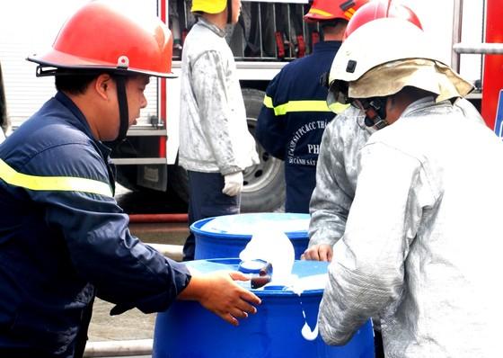 Hơn 900 người tham gia diễn tập chữa cháy, cứu nạn tại Tổng kho xăng dầu Nhà Bè ảnh 5