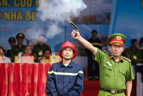 Hơn 900 người tham gia diễn tập chữa cháy, cứu nạn tại Tổng kho xăng dầu Nhà Bè ảnh 1