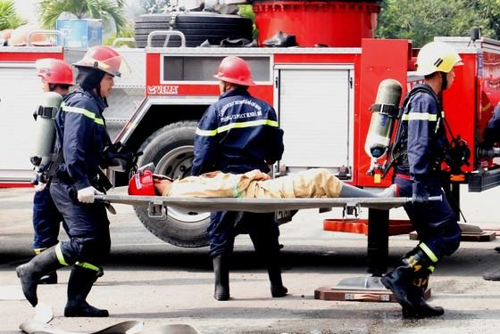 Hơn 900 người tham gia diễn tập chữa cháy, cứu nạn tại Tổng kho xăng dầu Nhà Bè ảnh 9