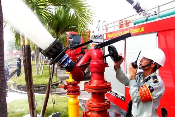 Hơn 900 người tham gia diễn tập chữa cháy, cứu nạn tại Tổng kho xăng dầu Nhà Bè ảnh 6
