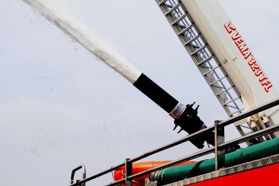 Hơn 900 người tham gia diễn tập chữa cháy, cứu nạn tại Tổng kho xăng dầu Nhà Bè ảnh 8