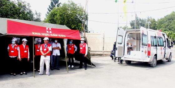 Hơn 900 người tham gia diễn tập chữa cháy, cứu nạn tại Tổng kho xăng dầu Nhà Bè ảnh 7