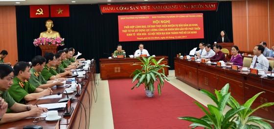Phối hợp đảm bảo an ninh trật tự gắn với phát triển kinh tế, xã hội trên địa bàn TPHCM ảnh 1