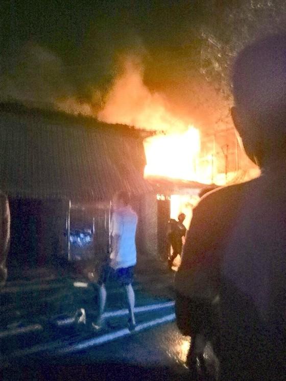 6 căn nhà ở quận 8 (TPHCM) bị cháy trong đêm       ảnh 1