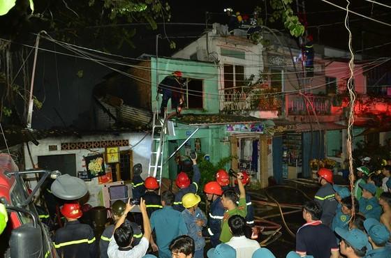 6 căn nhà ở quận 8 (TPHCM) bị cháy trong đêm       ảnh 2