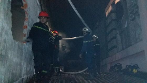 Nhà 5 tầng ở phố lồng đèn quận 5 bị cháy rụi trong đêm  ảnh 3
