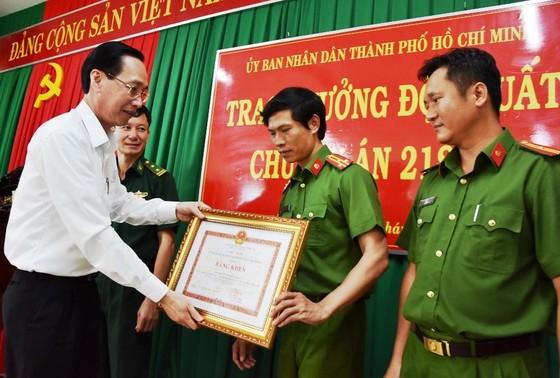 Lãnh đạo TPHCM khen thưởng các đơn vị tham gia chuyên án ma túy 218LP   ảnh 1