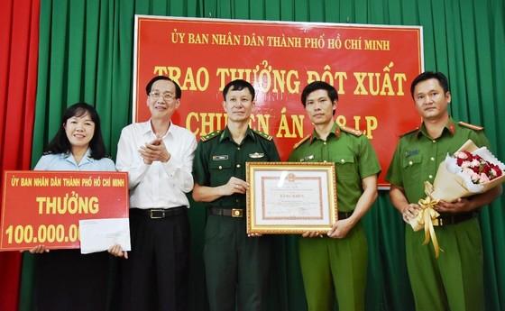 Lãnh đạo TPHCM khen thưởng các đơn vị tham gia chuyên án ma túy 218LP   ảnh 2
