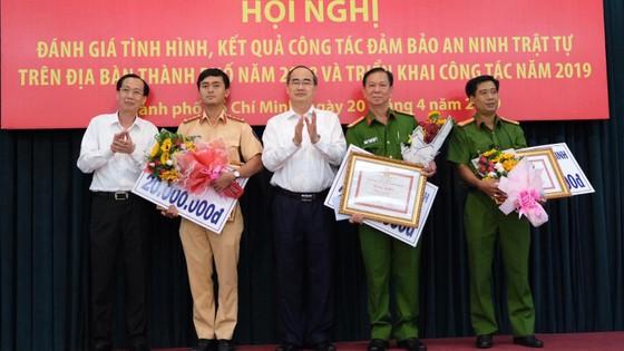 Lãnh đạo TPHCM khen thưởng các đơn vị tham gia phá đại án ma túy ảnh 1