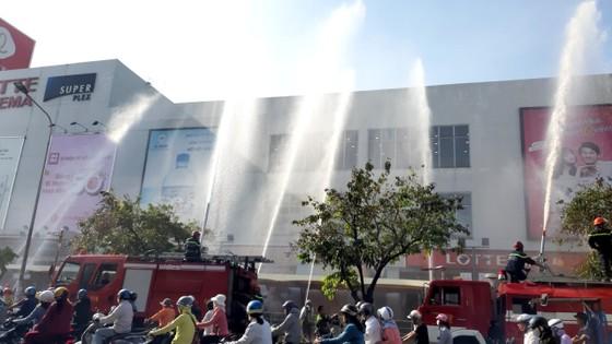 Hơn 200 người diễn tập chữa cháy, cứu 10 người mắc kẹt trong đám cháy ở trung tâm thương mại ảnh 4