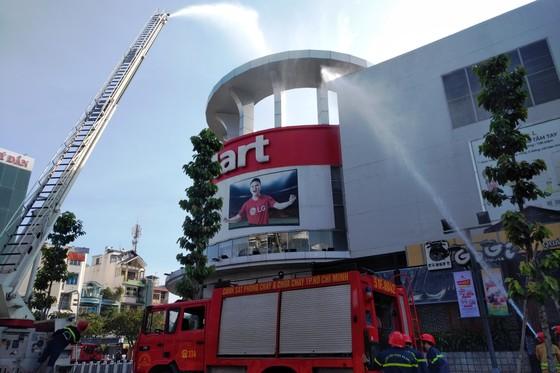 Hơn 200 người diễn tập chữa cháy, cứu 10 người mắc kẹt trong đám cháy ở trung tâm thương mại ảnh 5