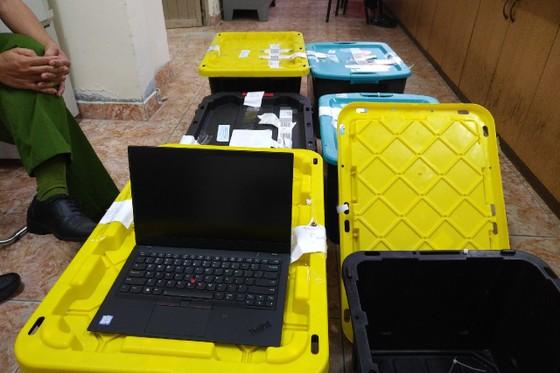 Bắt đường dây nhập lậu hơn 200 máy tính xách tay, điện thoại từ Mỹ về Việt Nam ảnh 2