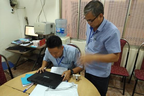 Bắt đường dây nhập lậu hơn 200 máy tính xách tay, điện thoại từ Mỹ về Việt Nam ảnh 1