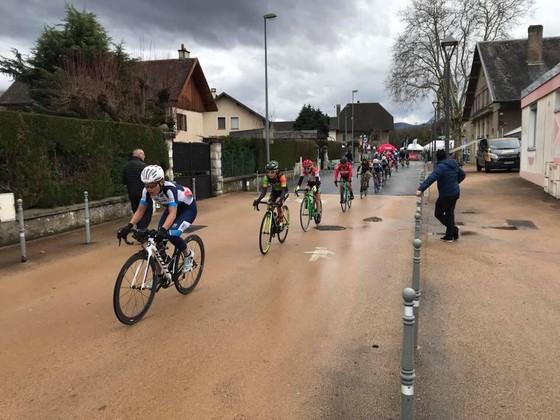 Nguyễn Thị Thật giành ngôi á quân giải xe đạp nữ nước Pháp ảnh 2