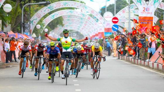 Pha ăn mừng chiến thắng quen thuộc của Nguyễn Thành Tâm. Ảnh: HOÀNG HÙNG