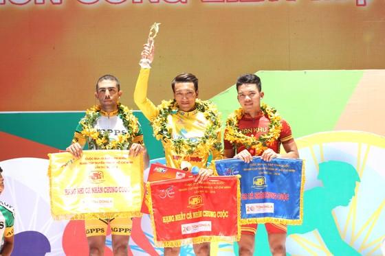 Mặc áo vàng, Nguyễn Thành Tâm đi vào lịch sử Cúp Truyền hình ảnh 2
