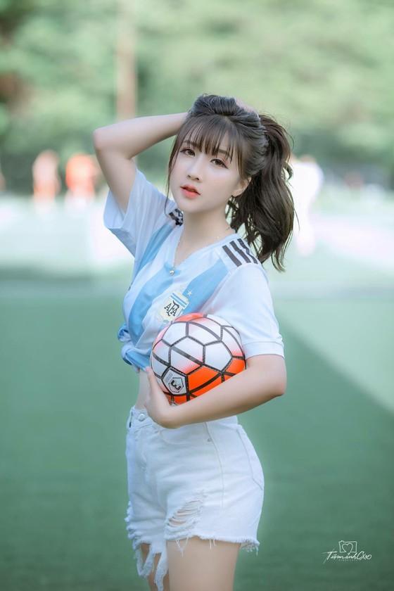 """Hot girl Linh Hương: """"Đêm nay thế giới sẽ gọi tên Messi"""" ảnh 3"""