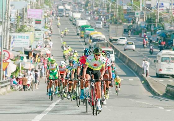 """Giải xe đạp Đồng bằng sông Cửu Long 2018: Nỗ lực tuyệt vời của """"chú lính chì"""" Trần Thanh Phú ảnh 1"""