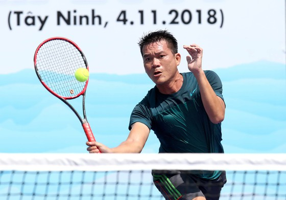 Mẹ ngôi sao quần vợt Lý Hoàng Nam tung hoành trên sân quần vợt phong trào ảnh 4