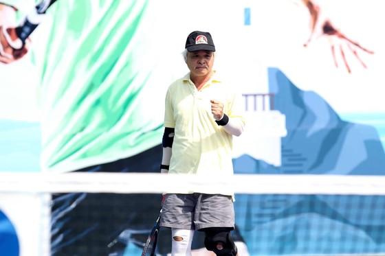 Mẹ ngôi sao quần vợt Lý Hoàng Nam tung hoành trên sân quần vợt phong trào ảnh 7