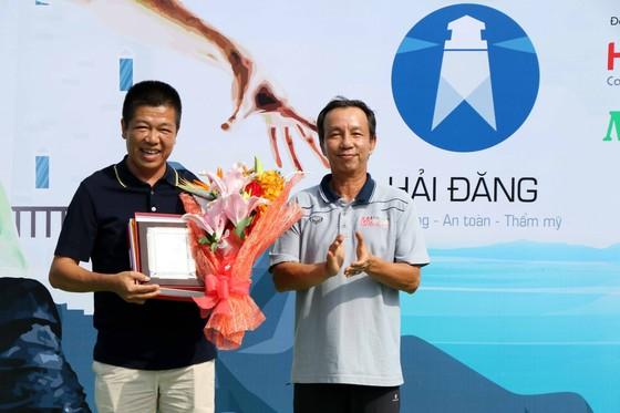 Mẹ ngôi sao quần vợt Lý Hoàng Nam tung hoành trên sân quần vợt phong trào ảnh 3