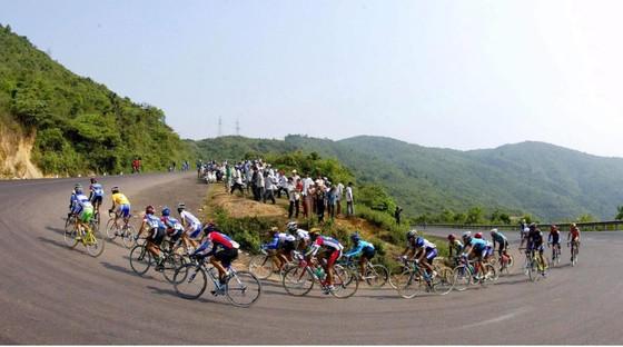 Giải HTV đua lại cung đường đèo An Khê. Ảnh: HOÀNG HÙNG