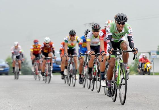 Lê Nguyệt Minh thắng thế trong cuộc chiến áo xanh giải xe đạp Cúp Truyền hình  ảnh 1