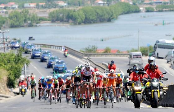 Cúp xe đạp Truyền hình: Nguyễn Thành Tâm lần thứ 3 thắng chặng ảnh 1