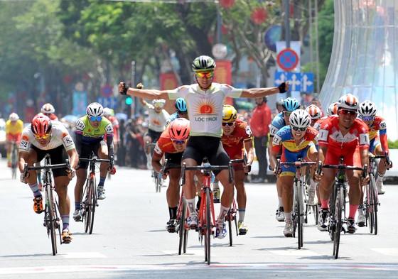 Các tay đua TPHCM thắng lớn tại giải xe đạp Cúp Truyền hình  ảnh 1