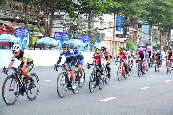 Cuộc đua xe đạp nữ Truyền hình An Giang 2019: Á quân SEA Games Som Net bứt phá chặng đầu ảnh 2