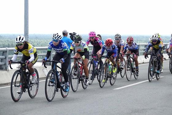 Cuộc đua xe đạp nữ Truyền hình An Giang: Hàn Quốc hoán chuyển áo vàng ảnh 1