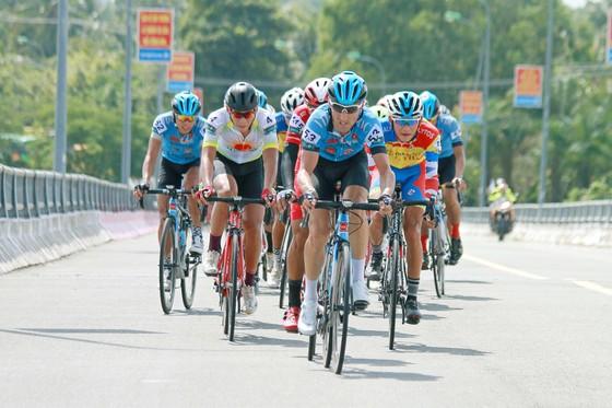 Giải xe đạp ĐBSCL: Tay đua Quàng Văn Cường xuất sắc giành cú đúp ảnh 1