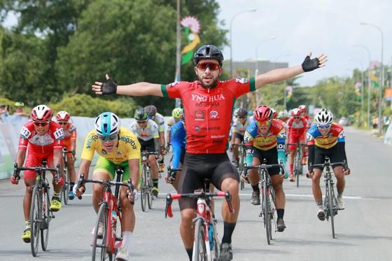 Niềm vui chiến thắng của Jordan Parra.