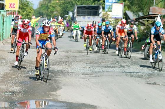Giải xe đạp ĐBSCL: Ngoại binh thâu tóm áo vàng lẫn áo xanh  ảnh 1