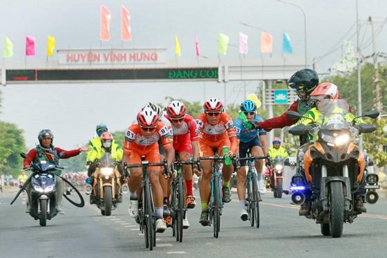 Giải xe đạp ĐBSCL: Áo vàng Jordan Parra hoàn thành cú hattrick ảnh 1