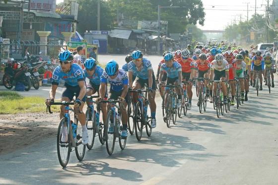 Giải xe đạp ĐBSCL: Áo vàng Jordan Parra hoàn thành cú hattrick ảnh 2