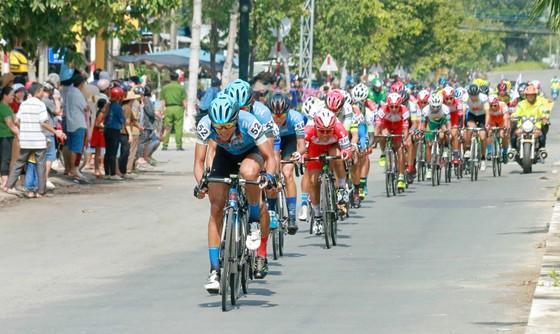 Giải xe đạp ĐBSCL: Áo vàng Jordan Parra tiếp tục thống trị về nước rút ảnh 1