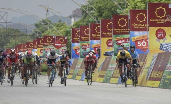 Pha ép xe của tay đua Hàn Quốc.