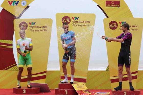 Giải xe đạp quốc tế VTV Cúp: Tay đua Loic vẫn là ông Vua cá nhân tính giờ ảnh 3