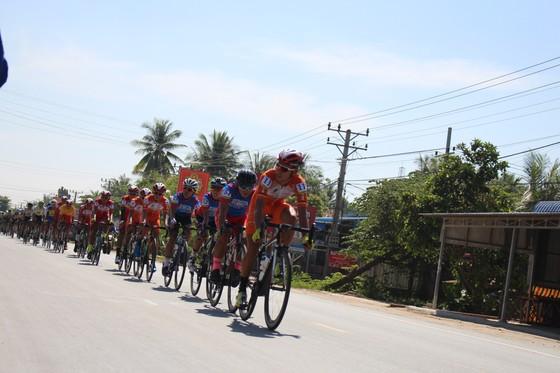 """Giải xe đạp VOH: VUS TPHCM bắt đầu """"đánh"""" Áo xanh cho Lê Nguyệt Minh ảnh 1"""
