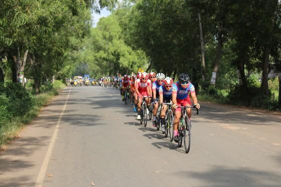 Giải xe đạp VOH: Nguyễn Thanh Hiền lần đầu tiên thắng chặng ảnh 1