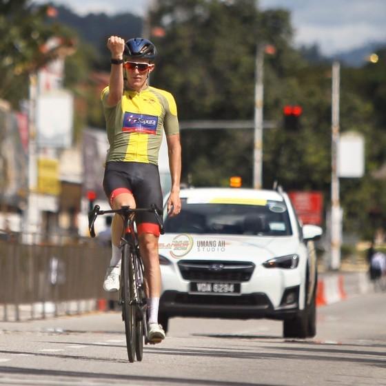 Tay đua Loic giữ vững vị trí thứ hai tại giải xe đạp quốc tế UCI 2.2 Salengor ảnh 1
