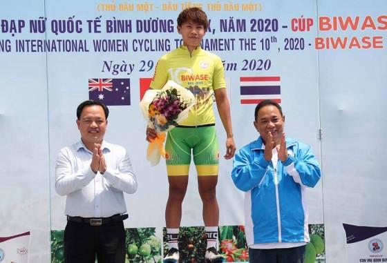 Nguyễn Thị Thật lại đánh bại Jutatip về nhất giải xe đạp nữ quốc tế Biwase ảnh 1