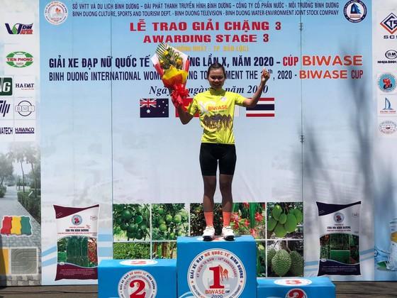 Lần đầu tiên giải xe đạp nữ quốc tế Bình Dương có 2 VĐV cùng về nhất chặng ảnh 2