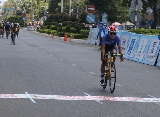 Như Quỳnh cầm chắc chiếc Áo đỏ giải xe đạp nữ quốc tế Bình Dương ảnh 2