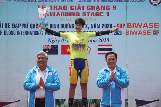 Tay đua Somrat chính thức mặc Áo vàng chung cuộc.