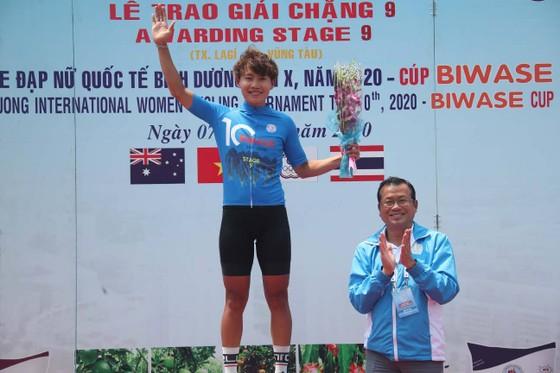 Tay đua Thái Lan Somrat mặc Áo vàng chung cuộc giải xe đạp nữ quốc tế Biwase  ảnh 2
