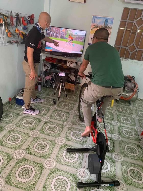 """Giới xe đạp Việt Nam đổ xô đua xe """"online"""" chống dịch Covid-19 ảnh 2"""